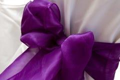 łęku krzesła purpur ślub Zdjęcie Royalty Free