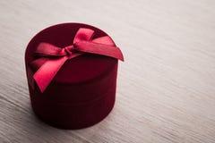 łęku pudełkowata prezenta czerwień Obraz Royalty Free