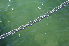 Łańcuch nad wodą Obrazy Stock