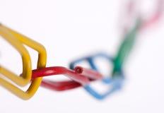 łańcuch przycina kolorowego papier Zdjęcia Stock