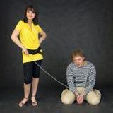 łańcuch przykuwający dziewczyny facet Fotografia Royalty Free