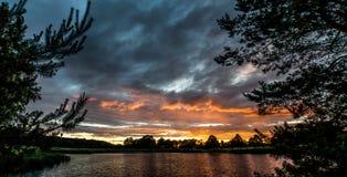 łańcuchu pokryw horyzontalnych Illinois jeziornych jezior lekka o pomarańczowa fotografii nieba zmierzchu powierzchnia usa Fotografia Stock
