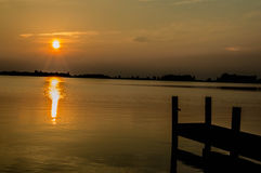 łańcuchu pokryw horyzontalnych Illinois jeziornych jezior lekka o pomarańczowa fotografii nieba zmierzchu powierzchnia usa Obrazy Royalty Free