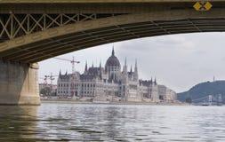 Łańcuszkowy most i hungarian parlament Zdjęcie Stock