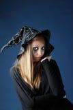 Ładna żywy trup dziewczyna z czerni łzami i rżniętym gardłem w kapeluszu obrazy royalty free