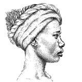 Ładna amerykanin afrykańskiego pochodzenia dziewczyna w turbanie piękna, czarna kobieta Profilowy widok Ręka remisu wektoru ilust Obrazy Royalty Free