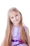 Ładna blondynki mała dziewczynka w świetle - purpury ubierają zdjęcia stock