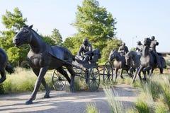 Ładna brązowa rzeźba w Centennial ziemi Biega zabytek obraz royalty free