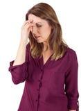 Ładna brunetka z migreną dotyka jej czoło fotografia stock