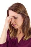 Ładna brunetka z migreną dotyka jej czoło zdjęcia stock