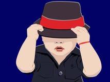 Ładna chłopiec pozuje nakrywkową głowę z kapeluszem royalty ilustracja