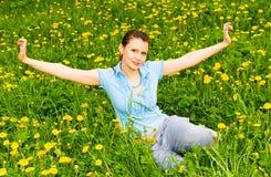 ładna dandeions dziewczyna zdjęcia stock