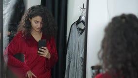 ?adna dziewczyna bierze fotografie w przebieralni zbiory