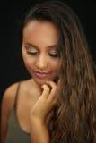 Ładna dziewczyna gubjąca w myśli Fotografia Royalty Free