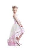 Ładna dziewczyna pozuje w pięknej sukni isoloated Obraz Royalty Free