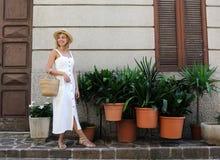 Ładna dziewczyna w sundress obrazy royalty free