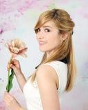 Ładna dziewczyna z tulipanem fotografia stock