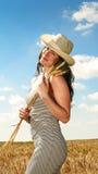 Ładna kobieta w śródpolnym zakończeniu w górę portreta Obrazy Royalty Free