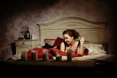Ładna kobieta w czarodziejskich wnętrzach Zdjęcie Royalty Free