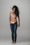 Ładna kobieta z unzipped spodniami i włosianym dmuchaniem Zdjęcia Stock