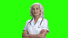 ?adna lekarz medycyny kobieta na ziele? ekranie zbiory wideo