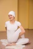 Ładna młoda kobieta angażuje w kundalini joga Obraz Royalty Free