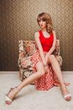 Ładna młoda piękna dziewczyna w czerwonej sukni Obrazy Royalty Free