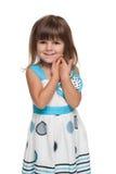 Ładna mała dziewczynka przeciw bielowi obraz royalty free