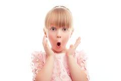 Ładna mała dziewczynka seansu niespodzianka zdjęcie stock