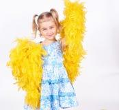 Ładna mała dziewczynka z żółtym boa fotografia royalty free