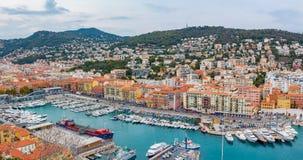 Ładna miasto linia brzegowa na morzu śródziemnomorskim Obrazy Stock