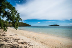 Ładna osamotniona plaża Zdjęcia Royalty Free