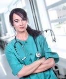 Ładna pielęgniarka w zieleni fotografia royalty free