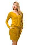 Ładna uczciwa dziewczyna w kolor żółty sukni odizolowywającej na bielu Fotografia Royalty Free