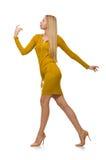 Ładna uczciwa dziewczyna w kolor żółty sukni odizolowywającej na bielu Zdjęcia Royalty Free
