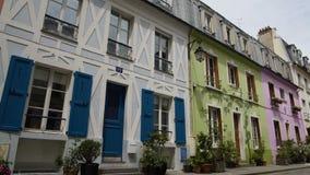Ładna ulica z kolorowymi domami i wygodnym hotelem w Francja, gościnność biznes zdjęcie wideo