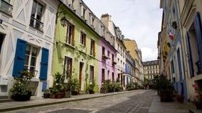 Ładna ulica z kolorowymi domami i wygodnymi hotelami w Francja, gościnność biznes zdjęcie stock