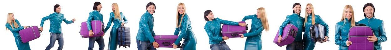 Ładne dziewczyny i mężczyzna mienia walizki odizolowywać na bielu Obraz Royalty Free