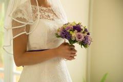 Ładne panny młode poślubia bukiet Zdjęcie Stock