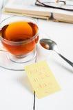 Ładnego dzień z uśmiechem i filiżanki herbatą Zdjęcia Stock