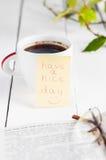 Ładnego dzień z uśmiechu i filiżanki coffe Obrazy Royalty Free