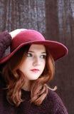 Ładnej czerwieni głowiasta dziewczyna Obrazy Royalty Free