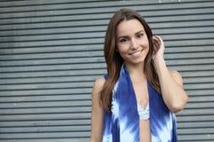 Ładnej dziewczyny uśmiechnięty zbliżenie z kopii przestrzenią zdjęcia stock