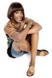 Ładny afrykanina model, Ubierający w Przypadkowy Nowożytny Tradycyjnym Odziewa Zdjęcia Stock