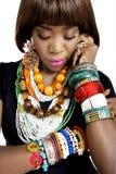 Ładny afrykanina model, Ubierający w Przypadkowy Nowożytny Tradycyjnym Odziewa zdjęcie stock