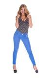 Ładny blondynka model w niebieskich dżinsach Fotografia Royalty Free