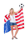 Ładny blondynki fan piłki nożnej jest ubranym usa flaga Obrazy Royalty Free