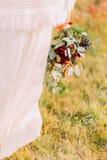 Ładny bridal bukiet z jagodami i zielone gałąź zamykamy up Obrazy Royalty Free