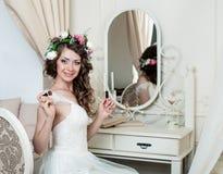Ładny brunetki panny młodej portreta ślubu styl Zdjęcia Stock