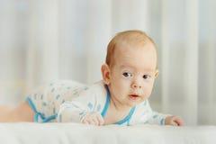 Ładny dziecko wyraża ciekawość Obrazy Royalty Free